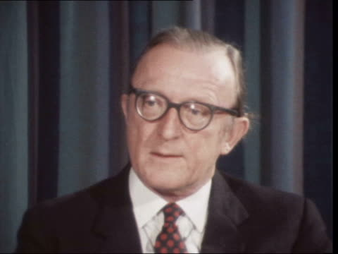 vídeos de stock e filmes b-roll de lord carrington announces britain to pull out of malta *** also int cs lord carrington sof no well this was an ultimatumthem not for me - ministério da defesa