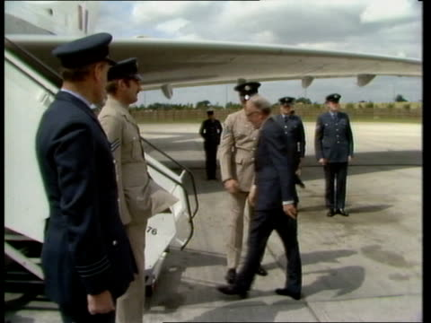 stockvideo's en b-roll-footage met lord carrington departs for moscow england gatwick airport ext lord carrington from car on runway and up plane steps saluted by raf officers itn... - peter carington