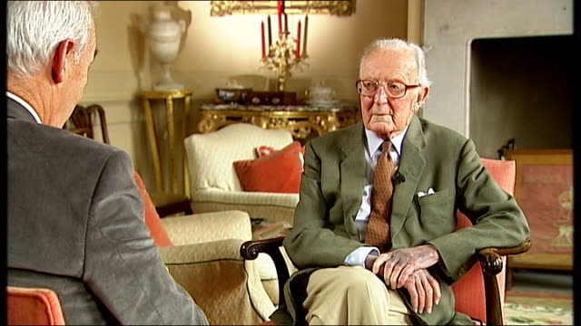 stockvideo's en b-roll-footage met lord carrington interview lord carrington interview sot - peter carington
