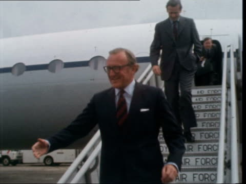 stockvideo's en b-roll-footage met ***also england london london airport ext ms lord carrington [peter carington] down plane steps to cs and shakes ms carrington and officials cross... - peter carington