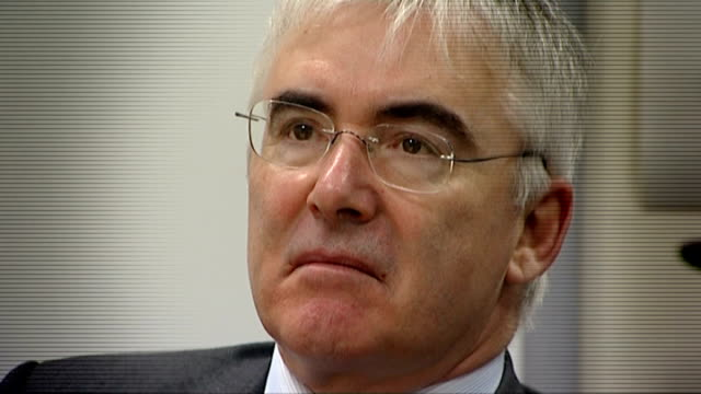 lord freud apologises for saying some disabled workers are not worth the minimum wage lib / 1062011 london acton int close shot lord freud freud and... - 和解点の映像素材/bロール