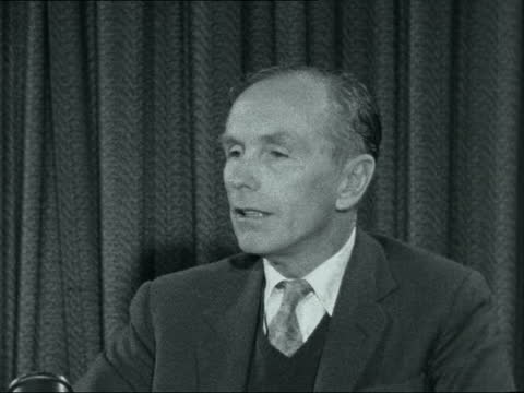 lord home returns from sea:; england: int lord alec douglas-home intvw sof - council unanimously in favour of negotiated settlement which was... - alec douglas home video stock e b–roll