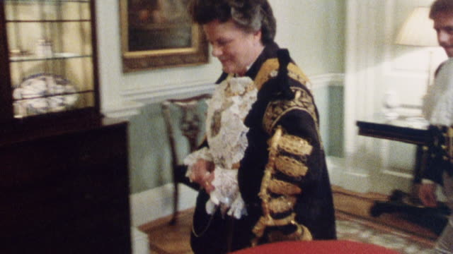 1985 montage lord mayor making formal entrance to banquet / city of london, england - 1985年点の映像素材/bロール