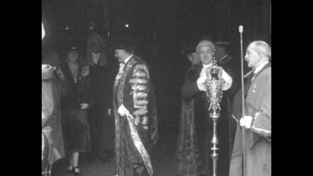 lord mayor sir william neal wearing elaborate mayoral regalia walking from building with prime minister ramsay macdonald and daughter ishbel... - 毛皮のコート点の映像素材/bロール