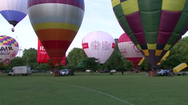 lord mayor's hot air balloon regatta; england: london: battersea park: ext various shots of hot air balloons 'taking off' from battersea park -... - battersea park stock videos & royalty-free footage