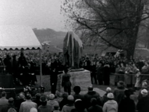 vídeos de stock, filmes e b-roll de lord montgomery unveils a statue of sir winston churchill created by david mcfall during a ceremony in woodford - bernard l. montgomery