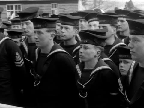 vídeos de stock e filmes b-roll de lord mountbatten unveils a plaque, officially opening a new extension at the navy training school at hamble. - política e governo