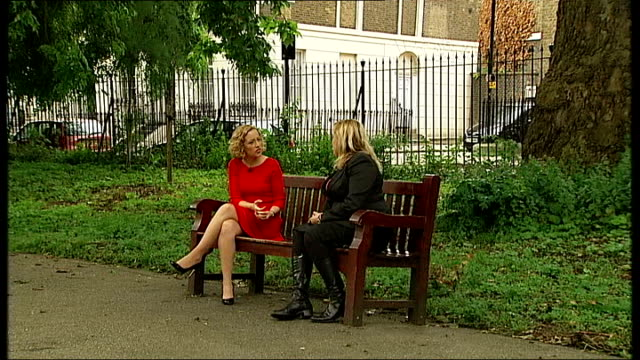 lord rennard apologises to women who accused him of sexual harrassment alison goldsworthy along in park and sitting on bench with reporter alison... - クリス・レナード点の映像素材/bロール