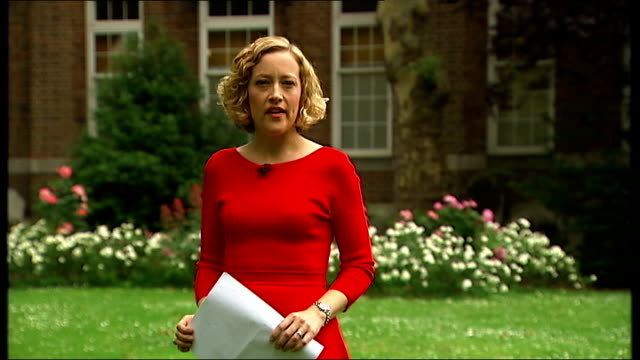 vídeos de stock, filmes e b-roll de lord rennard apologises to women who accused him of sexual harrassment; england: london: westminster: ext reporter to camera - cathy newman