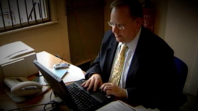 nick clegg denies coverup t24060466 / tx leicester lord rennard working on laptop computer at desk - クリス・レナード点の映像素材/bロール