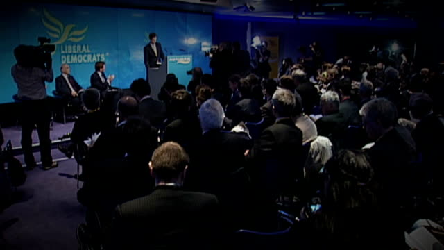 nick clegg denies coverup r14041007 / 1442010 england london bloomberg nick clegg mp on stage at launch of general election manifesto - クリス・レナード点の映像素材/bロール