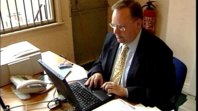 lord rennard threatens liberal democrats with legal action t24060466 leicester int various of lord rennard sat at desk working at laptop computer - クリス・レナード点の映像素材/bロール