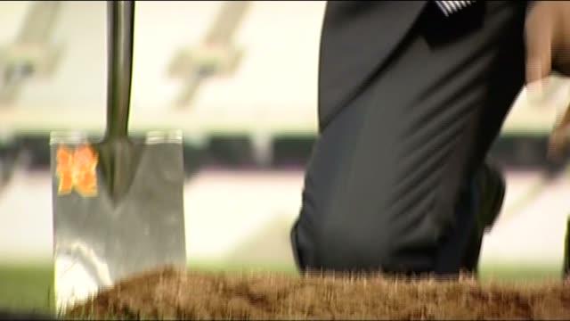 vídeos de stock, filmes e b-roll de lord sebastian coe helps lay down the final piece of turf at olympic stadium for the london 2012 games - sebastian coe