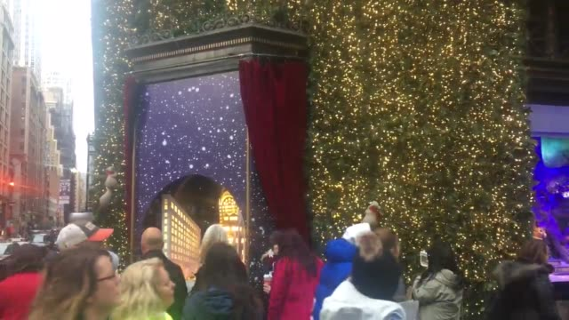 lord & taylor annual holiday windows display in new york city, seen just weeks after the building was purchased by wework and the lower floors... - julglitter bildbanksvideor och videomaterial från bakom kulisserna