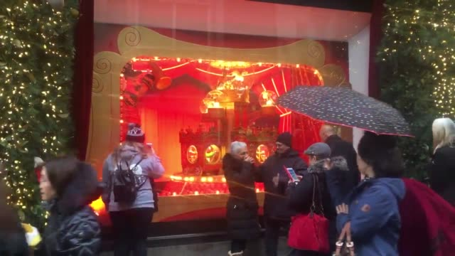 lord & taylor annual holiday windows display in new york city, seen just weeks after the building was purchased by wework and the lower floors... - lametta stock-videos und b-roll-filmmaterial