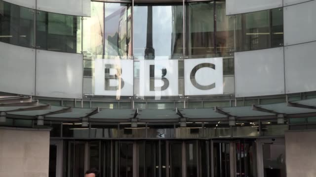 vídeos y material grabado en eventos de stock de lord tony hall will step down as director-general of the bbc this summer, it has been announced. lord hall, who took up the post in april 2013,... - bbc