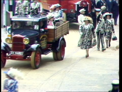 procession; tms pearly kings and queens in processionband in procession eng sony itn tx'd:8.11.80/5.08pm:archive tape 14010 - sony stock-videos und b-roll-filmmaterial