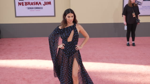 """vídeos de stock, filmes e b-roll de lorenza izzo at the """"once upon a time in hollywood"""" premiere at tcl chinese theatre on july 22, 2019 in hollywood, california. - tcl chinese theatre"""
