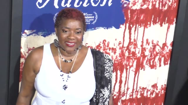 vídeos y material grabado en eventos de stock de loretta devine at the birth of a nation premiere presented by fox searchlight at arclight cinemas cinerama dome on september 21 2016 in hollywood... - cinerama dome hollywood