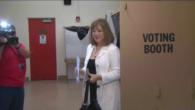 vídeos de stock, filmes e b-roll de ktla loretta sanchez casts her ballot in the primary election - primary election
