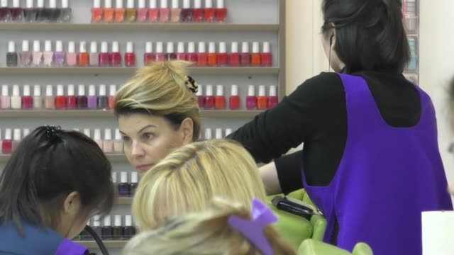 lori loughlin visits the nail salon in beverly hills in celebrity sightings in los angeles - lori loughlin stock videos & royalty-free footage