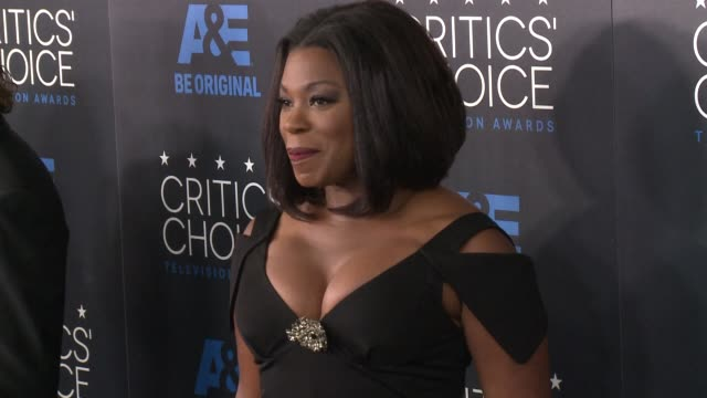 lorraine toussaint at the 2015 critics' choice television awards at the beverly hilton hotel on may 31, 2015 in beverly hills, california. - 放送テレビ批評家協会賞点の映像素材/bロール