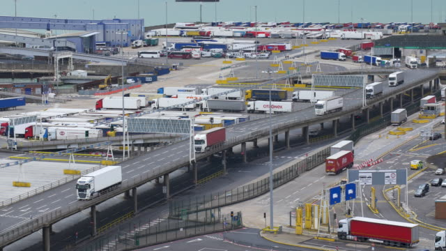 stockvideo's en b-roll-footage met lorries arriving at the port of dover - brexit