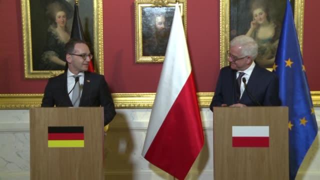 lors de la visite du nouveau chef de la diplomatie allemande a varsovie le ministre des affaires etrangeres polonais jacek czaputowicz a declare... - allemagne stock videos & royalty-free footage