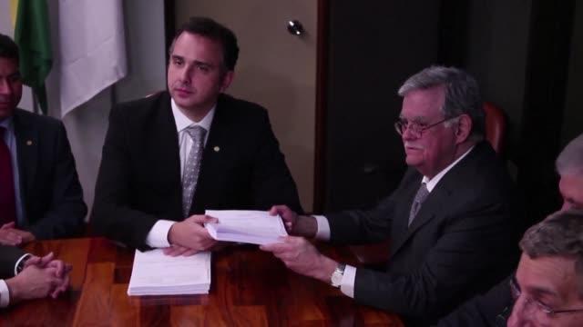 los abogados del presidente de brasil michel temer presentaron el miercoles sus alegatos a la comision legislativa que estudiara la denuncia por... - congreso stock videos and b-roll footage