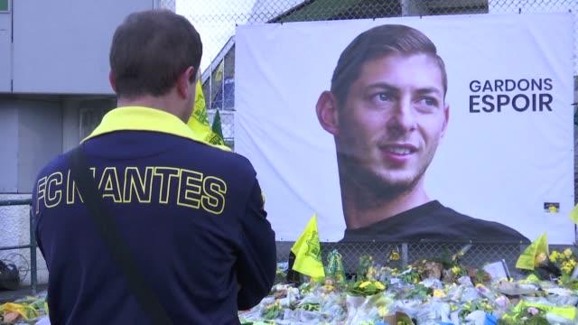 Los aficionados del club frances Nantes hicieron un homenaje al jugador argentino Emiliano Sala que viajaba en una avioneta que desaparecio cuando...