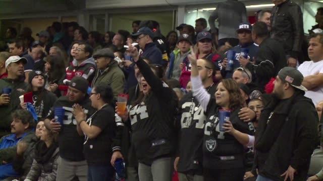 Los aficionados mexicanos de la NFL asistieron masivamente al partido que marco el regreso de la Liga Nacional de Futbol Americano a su pais un...
