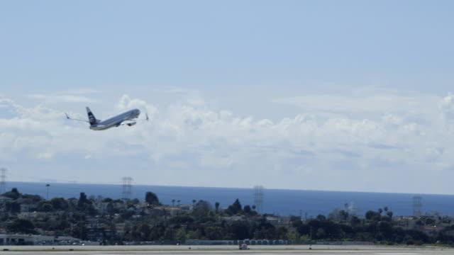 lax, los angeles airport - 画面切り替え フェードアウト点の映像素材/bロール