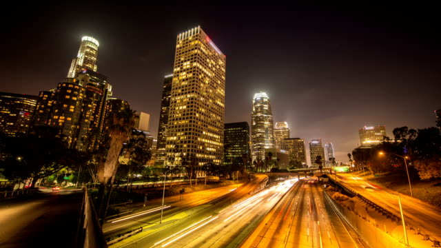 zeitraffer: los angeles in der nacht - long exposure stock-videos und b-roll-filmmaterial