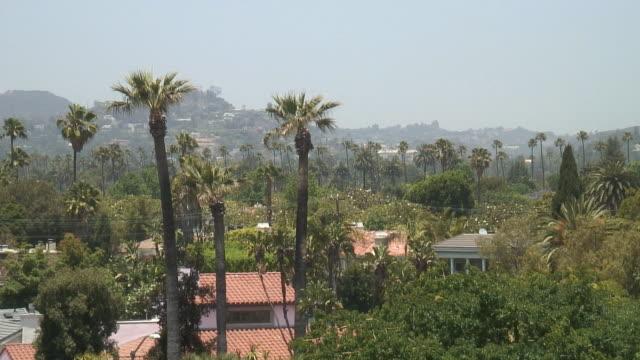 (HD1080i) Los Angeles: Beverly Hills Green, Dächern und Bäumen