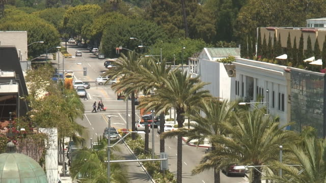(hd1080i) los angeles: beverly hills rodeo drive, intersection - beverly hills stock videos & royalty-free footage