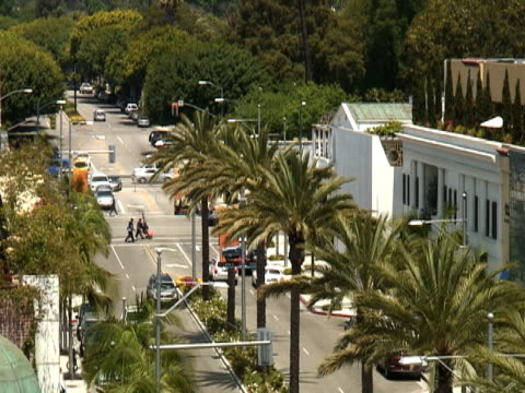los angeles: beverly hills rodeo drive, intersection - personal land vehicle stock videos & royalty-free footage