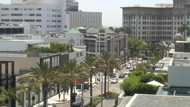 (hd1080i) los angeles: beverly hills rodeo drive, looking west - beverly hills california stock videos & royalty-free footage