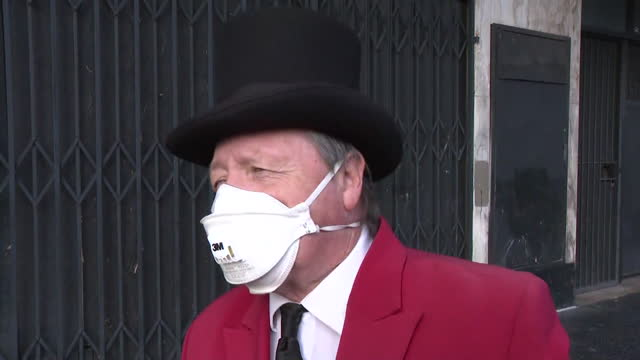 los angeles, ca, u.s. - a man wearing top hat and red coat speaks about cloris leachman at hollywood walk of fame on tuesday, january 27, 2021. - top hat stock videos & royalty-free footage