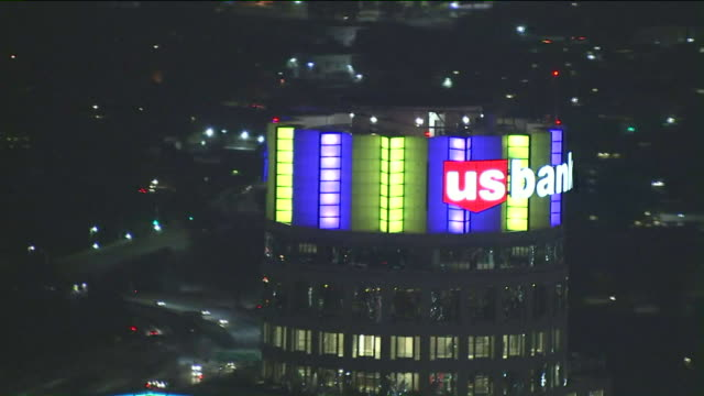 los angeles, ca, u.s. - aerial view of us bank tower lit to honor kobe bryant after he died in a helicopter crash on monday, january 27, 2020. - usバンクタワー点の映像素材/bロール