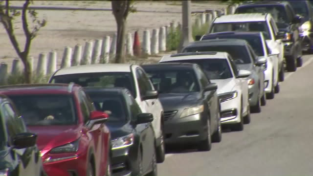 ktla los angeles ca us drivers waiting in line near drivethru testing site a drivethru coronavirus testing center for firstresponders and essential... - test drive stock videos & royalty-free footage
