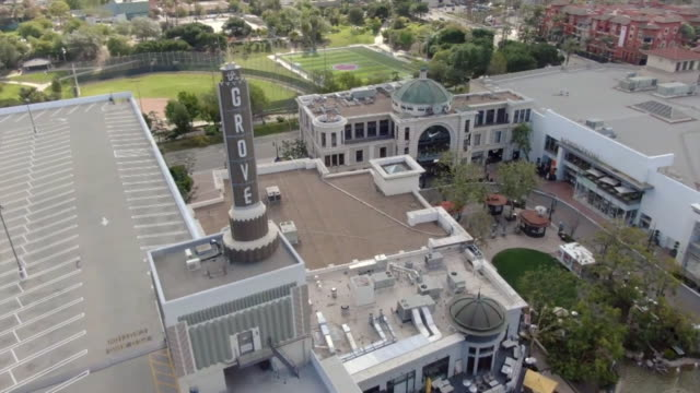 vídeos de stock, filmes e b-roll de ktla los angeles ca us drone views of nearly empty area of the grove closed during covid19 pandemic on wednesday march 25 2020 - the grove los angeles