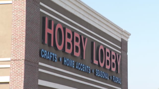 vídeos de stock e filmes b-roll de los angeles, ca, u.s. - exteriors of hobby lobby. store reopens amid covid-19 pandemic in burbank, on thursday, may 28, 2020. - cadeia de lojas