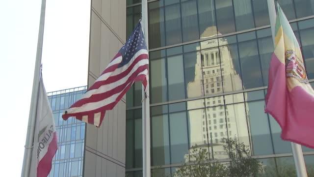 los angeles, ca, u.s. - flags half staff to honor ruth joan bader ginsburg, on sunday, september 20, 2020. - 光栄点の映像素材/bロール