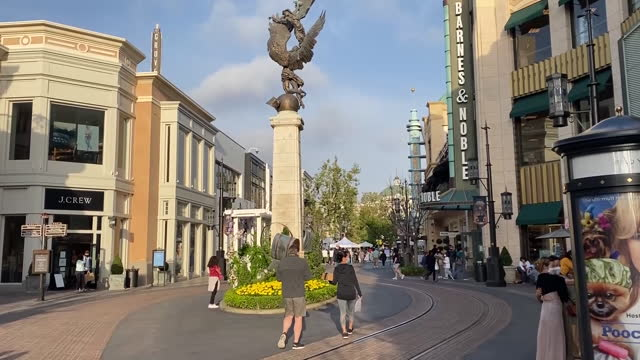 los angeles, ca, u.s. - grove theatre exteriors and neighborhood on tuesday, april 13, 2021. - waiting in line stock videos & royalty-free footage