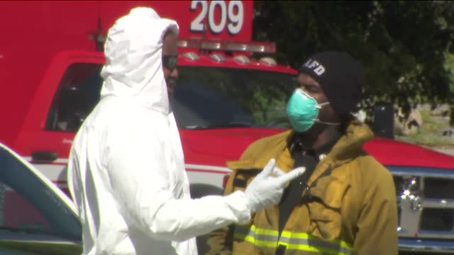 los angeles, ca, u.s. - healthcare workers at drive-thru testing site. a drive-thru coronavirus testing center for first-responders and essential... - firefighter stock videos & royalty-free footage