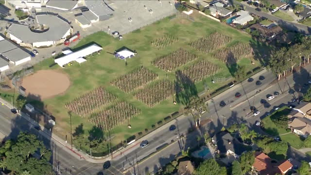 los angeles, ca, u.s. - high angle view of field of valor in covina on veteran's day. field of valor in covina - 2,001 flags that grace the field at... - anmut stock-videos und b-roll-filmmaterial