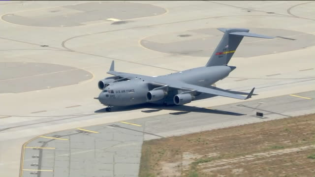 los angeles, ca, u.s. - kc-135 plane landing after flight over riverside and san bernardino counties to honor health care workers and other essential... - 軍用機点の映像素材/bロール