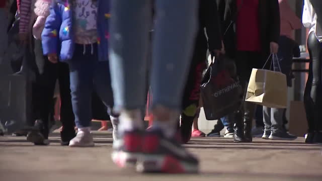 los angeles, ca, u.s. - legs of people walking and carrying shopping bags at citadel outlets area during holidays, on wednesday, december 23, 2020. - low section stock videos & royalty-free footage