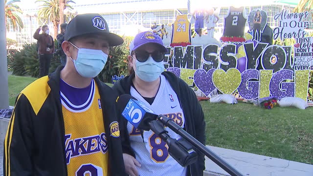 los angeles, ca, u.s. - masked fans at staples center speaking on kobe bryant on anniversary of his fatal helicopter crash on tuesday, january 26,... - number 8 stock videos & royalty-free footage
