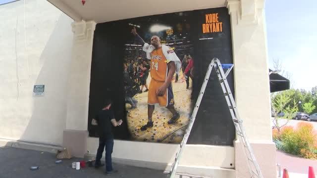 los angeles, ca, u.s. - muralist jonas never working on a mural of kobe bryant in pasadena on tuesday, april 6, 2021. a mural of kobe bryant is being... - male likeness stock videos & royalty-free footage